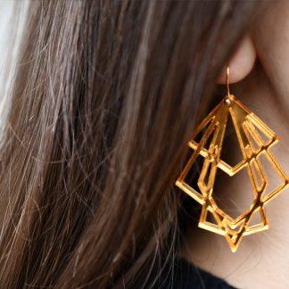 boucles d oreille creation . bijoux graphique . bijoux ecologique . fait main avec amour .