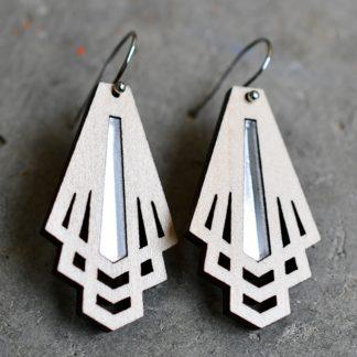 boucles d' oreille bois et plexiglass . Bijoux graphique ; bijoux geometrique fait avec amour . artisanat